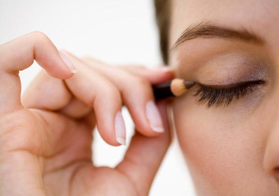 Hogyan lehet megszabadulni a foltok a homlok gyorsan