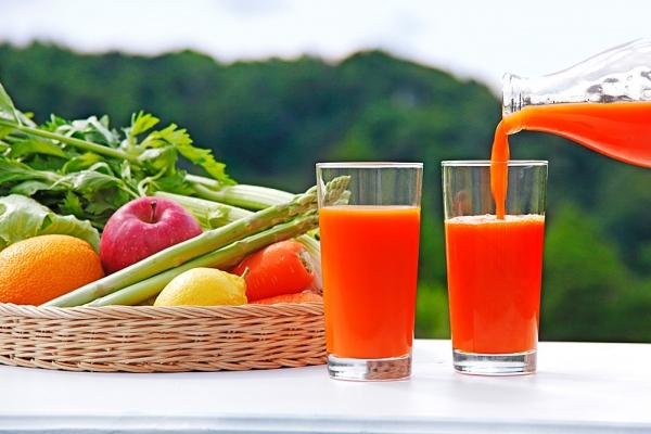 a természetes gyümölcslevek méregtelenítése)